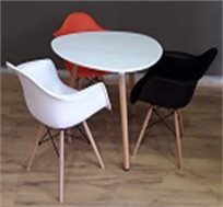 פינת אוכל עגולה עם 3 כסאות מעוצבים