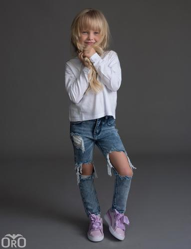 Oro/  ג'ינס יוניסקס ׁ(12 חודשים- 16 שנים) כחול בהיר קרע ברך גדול