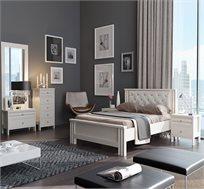 חדר שינה טוקיו הכולל מיטה זוגית, 2 שידות לילה, שידת 5 מגירות, שידת מגירה ומראה תוצרת Living Room