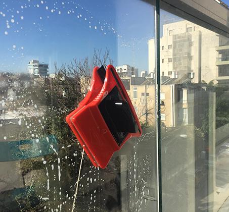 מגב הפלא לניקוי חלונות בידודית משני הצדדים בבית ולמרפסת ב-3 דגמים לבחירה BPATENT - תמונה 6