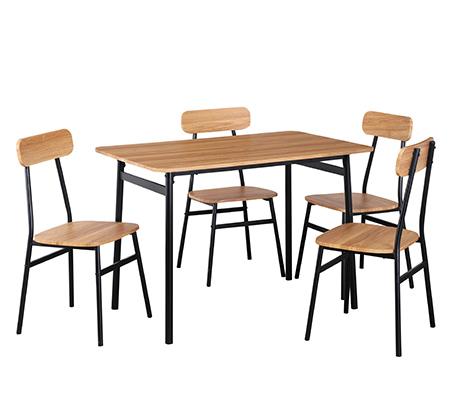 פינת אוכל מעץ הכוללת שולחן ו4 כיסאות