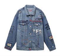 ג'קט ג'ינס אוברסייז לנשים מקושט פאצ'ים ופייטים Desigual דגם Yes Jaquet בגוון כחול