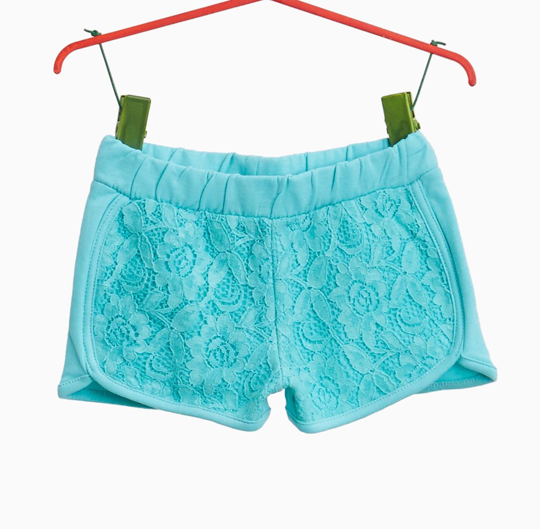 """מכנסים קצרים OVS """"סטרצ'יות"""" עם תחרה לבנות - תכלת"""
