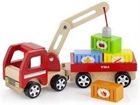 משאית עם נגרר ומנוף מגנטי מעץ