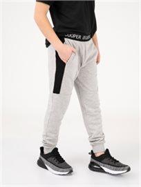מכנסי טרנינג עם פס טקסט