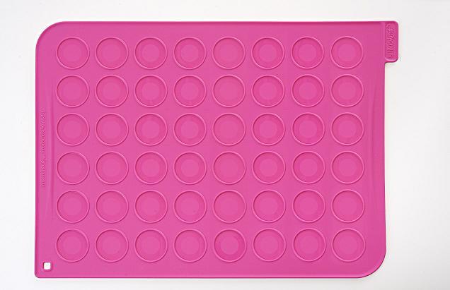 ערכה להכנת 48 מקרונים הכוללת משטח סיליקון מבית SILIKOMART  - תמונה 3