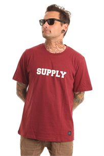 חולצת טי לגברים SUPPLY בצבע בורדו