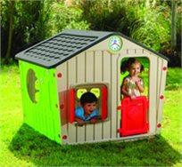 בית ילדים מפלסטיק ויליג' האוס עם תריסים נפתחים ושעון