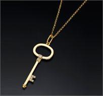 תליון מפתח זהב 14K משובץ יהלומים במשקל 0.13 נקודות - משלוח חינם!