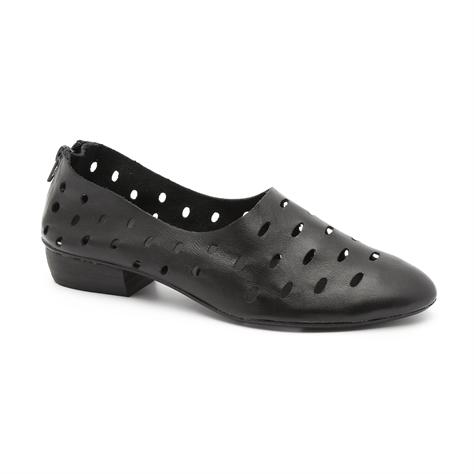 Seventy Nine - נעלי עקב נמוך בצבע שחור בדוגמת חירורי לייזר
