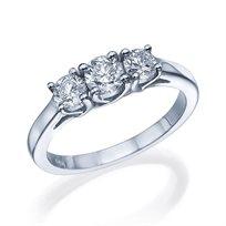 """טבעת """"3 יהלומים"""" בעיצוב מיוחד 0.81 קראט מזהב לבן"""