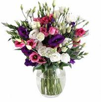 זר מפרחי הליזיאנטוס מהודר ומרשים בגווני סגול, ורוד ולבן לחגים ולאירועים מיוחדים