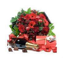 תשוקה ופיתויים, זר מדהים בגווני אדום ארוז עם שמפניה איכותית ופרלינים