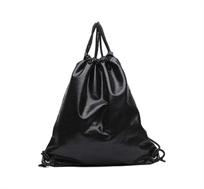 תיק מטאלי בצבע שחור