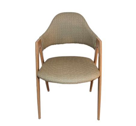 כסא עם משענת מרופדת דגם yolo