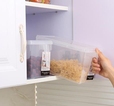 סט 4 קופסאות אחסון למזון בעלות ידית אחיזה ומכסה לסדר במקרר או במזווה עשויות PVC - תמונה 3