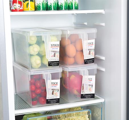 סט 4 קופסאות אחסון למזון בעלות ידית אחיזה ומכסה לסדר במקרר או במזווה עשויות PVC - תמונה 5