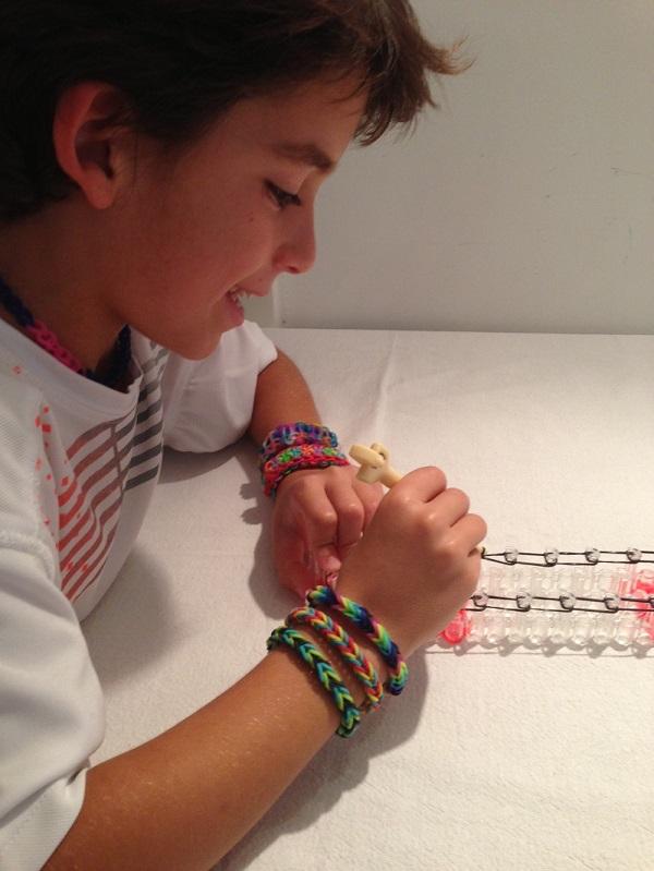 הלהיט העולמי 'loom bands' ערכה ליצירת צמידים מגומיות סיליקון צבעוניות - תמונה 3
