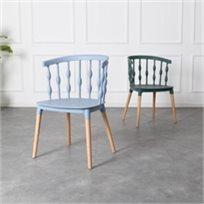 כיסא מעצבים בצבע כחול שילוב של עץ ופלסטיק
