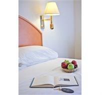 לילה זוגי מפנק במלון Q על חוף הים כולל א.בוקר!