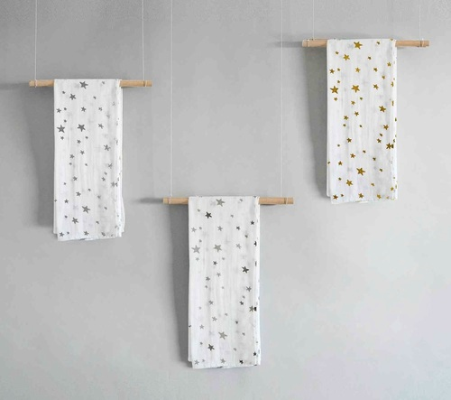מארז מתנה 3 חיתולי במבוק מעוצבים - כוכבים כסף / אפור / זהב