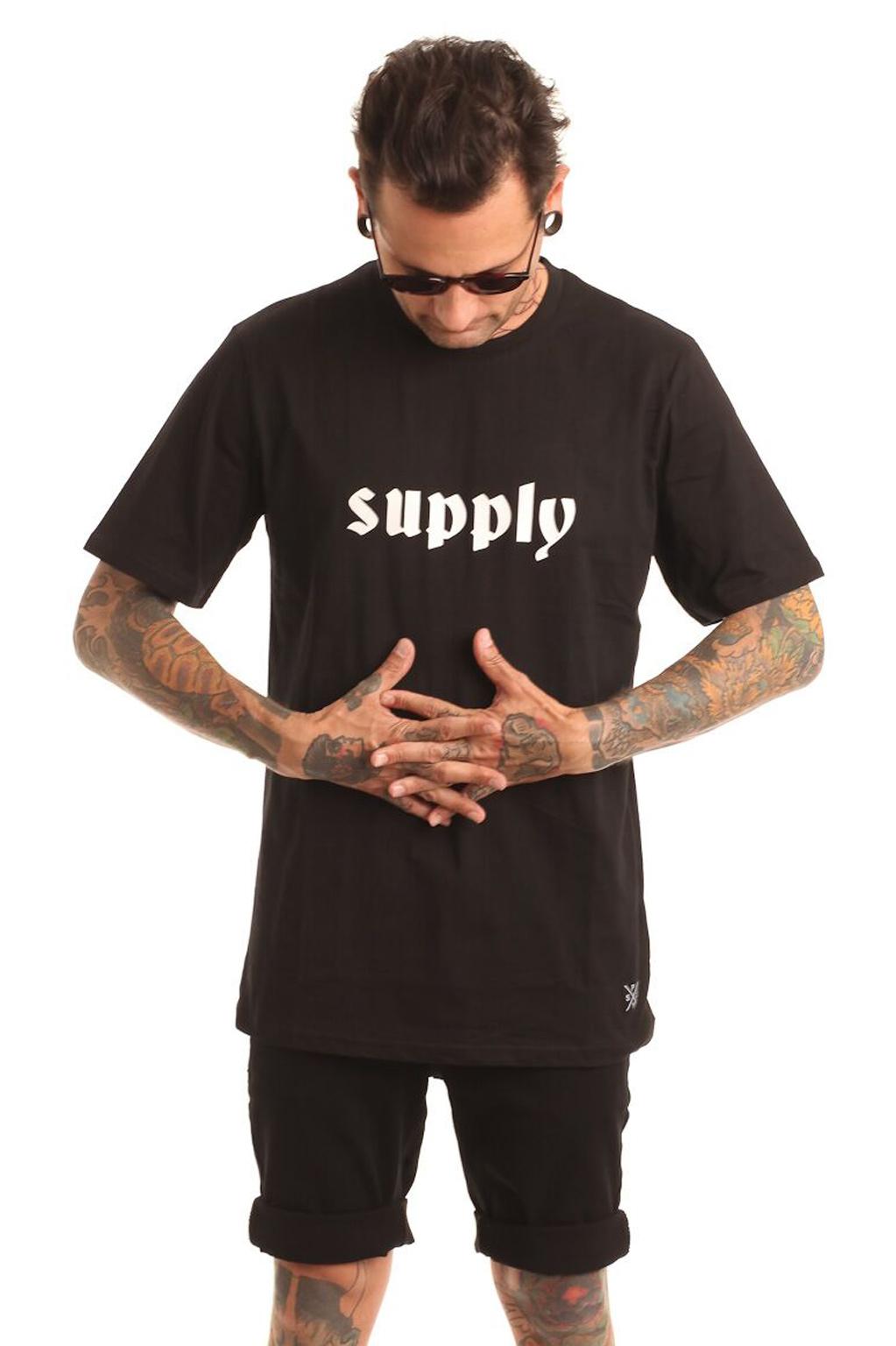 חולצת טי לגברים SUPPLY -שחור
