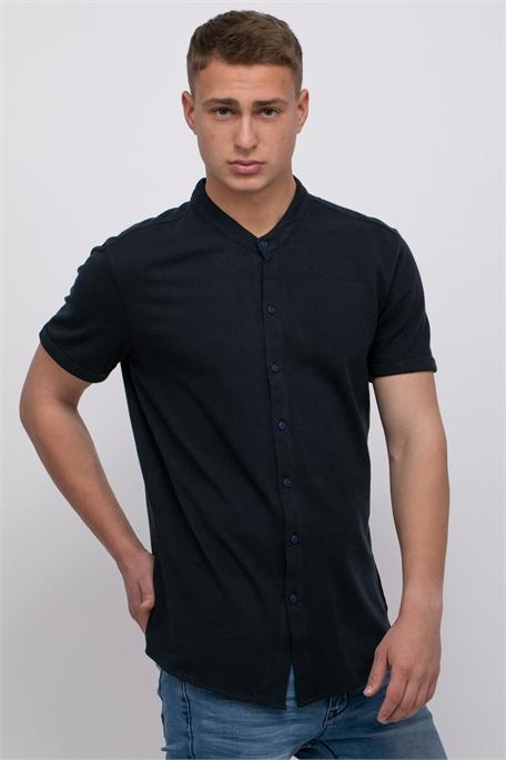 חולצת פיקה מכופתרת עם צווארון סיני