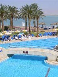 יום כיף במלון קראון פלאזה ים המלח