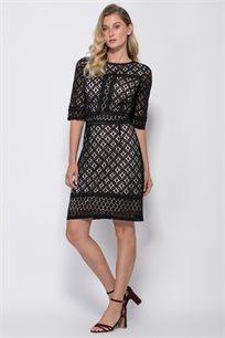שמלת אריג תחרה עם בטנה בצבע קונטרסטי