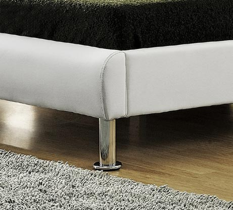 מיטה זוגית מרופדת בעיצוב מרשים עם בסיס עץ מלא ורגלי ניקל דגם נינה HOME DECOR  - תמונה 5