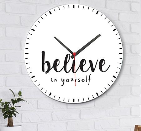 שעון עץ מודרני לבית עם כיתוב תאמין בעצמך