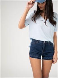 מכנסי גינס עם חיתוכים בצדדים