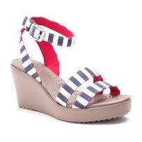 Crocs Leigh Graphic Wedge - נעלי עקב קרוקס לנשים בהדפס אופנתי בצבע נייבילבן