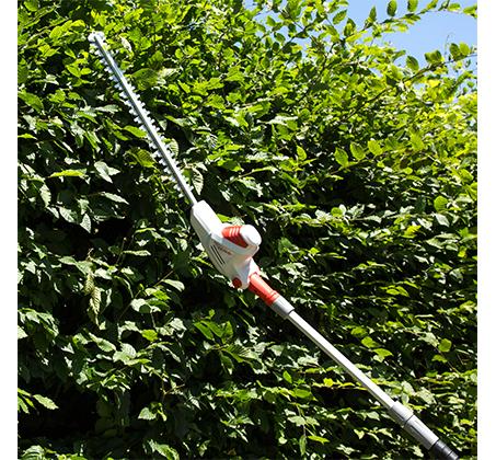 מגזמת גדר חיה IKRA טלסקופית חשמלית לעבודה עד גובה 4 מטר קלת משקל ונוחה לעבודה דגם ITHS 500 - משלוח חינם - תמונה 3