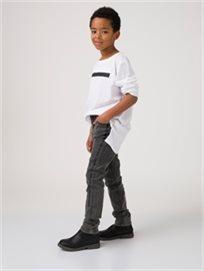 מכנסי גינס עם פסים