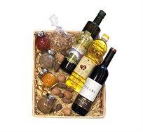 מארז חגיגת אביב הכולל מגוון תבלינים, אגוזים, שמן ויין אדום