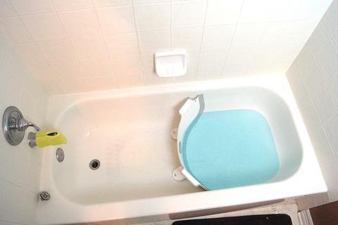 Baby Dam מקטין אמבטיה שהופך אמבט ביתי לאמבט תינוק (דגם חדש PLUS) - אפור - תמונה 4