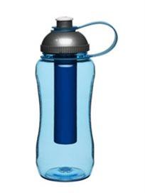 בקבוק שתייה עם מיכל מובנה המיועד לקוביות קרח או קרח מרוסק