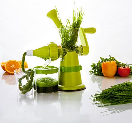 מסחטה להכנת מיץ עשב חיטה מעוצבת ונוחה לתפעול