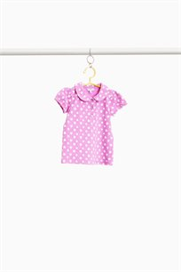 חולצת פולו קצרה OVS לבנות - צבע ורוד עם לבבות בצבע לבן