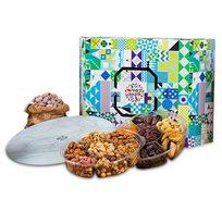 מארז אלון הכולל מבחר מגוון של פירות יבשים, אגוזים ושקדים עם צלחת מסתובבת מזכוכית מור ולבונה