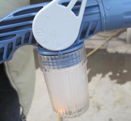 מנקים את החלונות בקלות עם EZ Jet Water Cannon תותח מים סילוני בעל 8 יציאות שונות ומיכל סבון מובנה - משלוח חינם - תמונה 4
