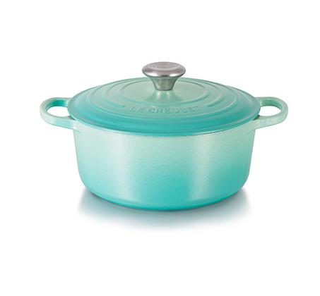 """סיר בישול עגול 20 ס""""מ ברזל יצוק בציפוי אמייל במגוון צבעים לבחירה LE CREUSET - משלוח חינם"""