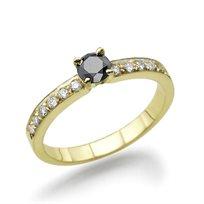 טבעת יהלומים 0.56 קראט בשיבוץ יהלום שחור במרכז
