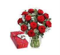 זר ורדים רומנטי עם 15 ורדים ושוקולד