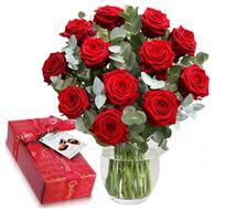 זר ורדים רומנטי עם 15 ורדים אדומים גבוהים ויפים עם שוקולד מפנק