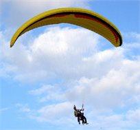 מחיר מיוחד לזמן מוגבל! טיסה חווייתית במצנח רחיפה מעל נוף מרהיב כולל מדריך אישי