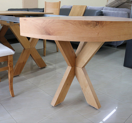 סט שולחן אוכל עגול נפתח עד למעלה מ-3 מטר כולל ארבע כסאות מרופדים עשוים עץ אלון מבוקע - תמונה 2