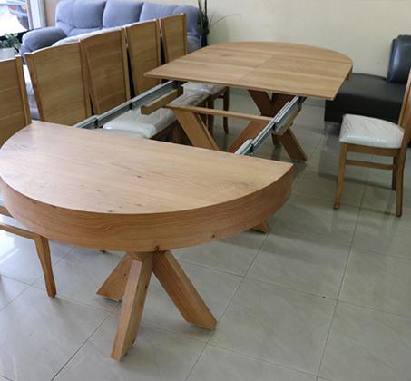 סט שולחן אוכל עגול נפתח עד למעלה מ-3 מטר כולל ארבע כסאות מרופדים עשוים עץ אלון מבוקע - תמונה 3