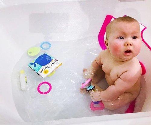 Baby Dam מקטין אמבטיה שהופך אמבט ביתי לאמבט תינוק (דגם חדש Plus) - ורוד